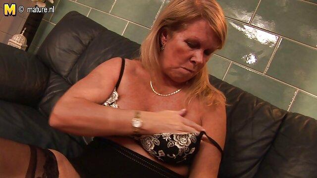 Baisée une fille endormie et éjacule sur son visage film pono lesbienne