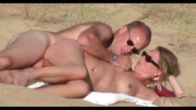 Petit groupe au lesbienne nue a la plage bureau ...