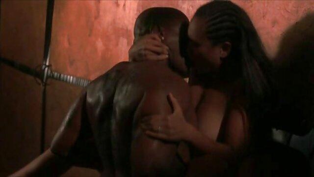 La fille xxx lesbienes ne veut pas se marier, mais veut baiser