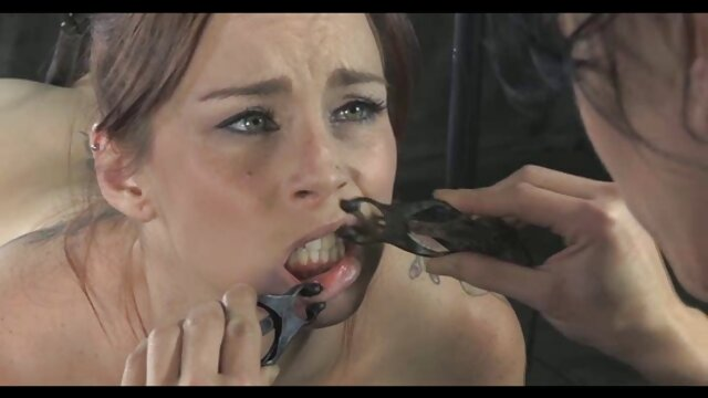 Fille aime jouir dans le cul lesbienne black nue