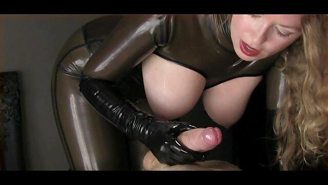 nymphe aime anal porno lesbienne avec un homme rugueux