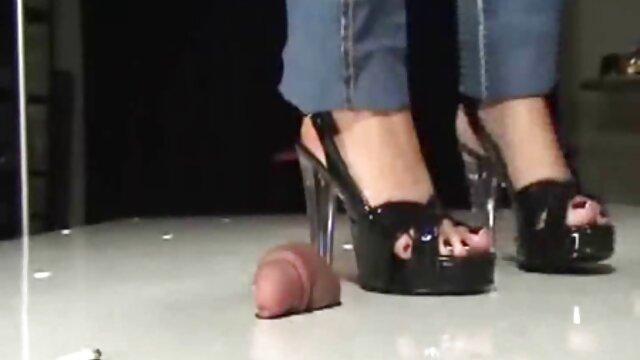 Juan enseigne aux lesbienne porno dingue jeunes filles l'art du sexe