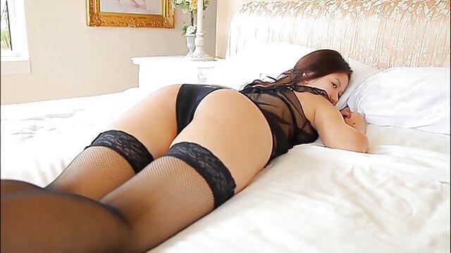 Une fille russe a film x lesbienne francais couché avec le propriétaire d'un coffre puissant