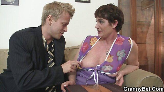 Une jolie porno lesbiene video fille a remplacé son vagin par la dignité d'un chauffeur de taxi