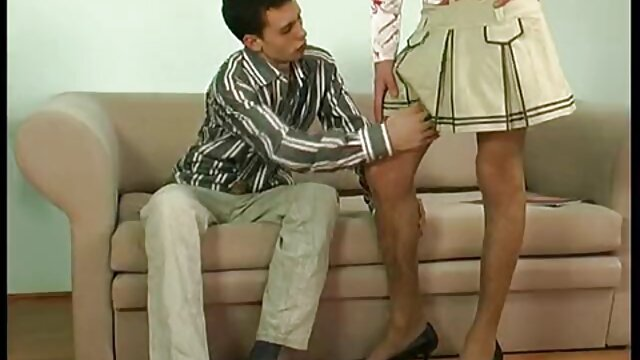 Orgasmes aux longues jambes de Krala esbienne xxx des actions actives du pénis du petit ami