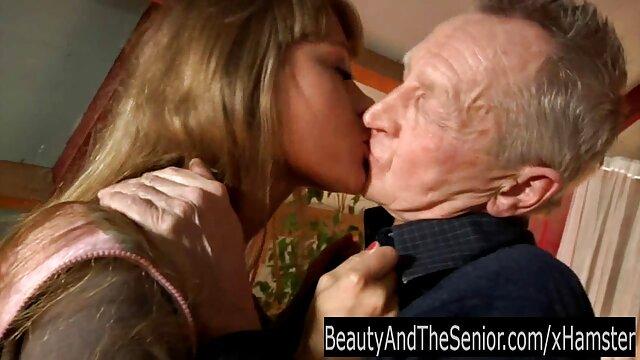 Jeune médecin baise volontiers une fille sexy film x lesbien