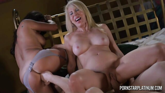 Canette video sex porno lesbienne de bière dans un cul cassé