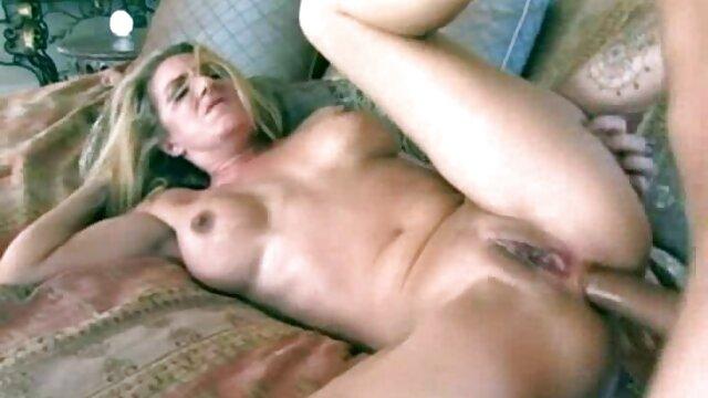 Hot maman film porno francais lesbienne a enseigné quelques leçons de sexe à sa fille