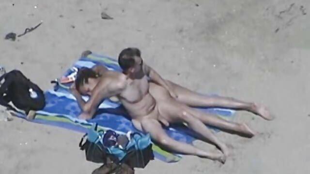 Un homme xnxx lesbienne french gonflé déchire le cul de sa maîtresse