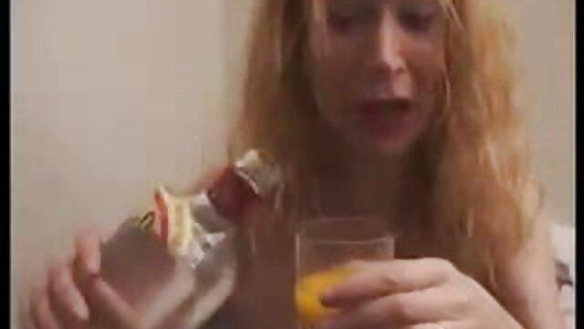 Douce lesbienne nue xxx poupée baise