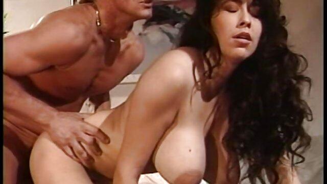 Mari se précipitant, fille filmpornolesbienne lubrique