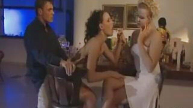 Moments porno hub lesbienne de bite glorieux