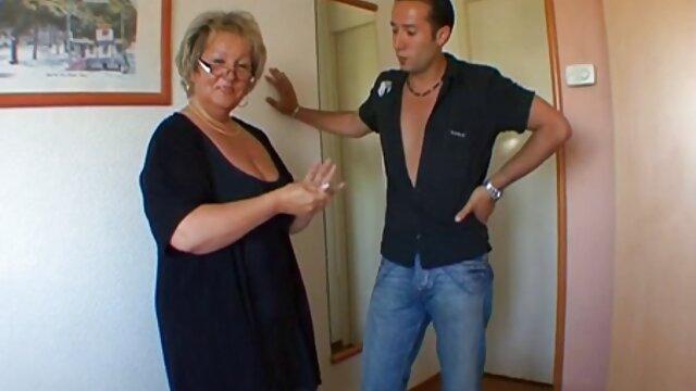 La barmaid doucement film porno lesbienne gratuit baisée dans le cul