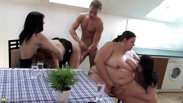 Chick se masturbe dans la nature film porno lisbienne