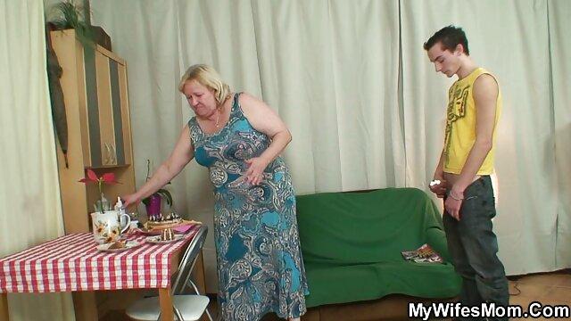 Fille espagnole film video lesbienne avec un gros clitoris veut une baise anale