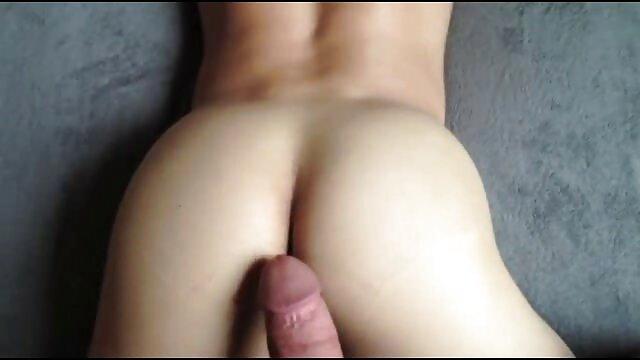 Sexe passionné sexe romantique lesbienne avec une jeune beauté