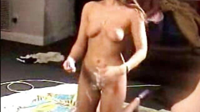 Fille film de lesbienne gratuit aux gros seins est prête pour du plaisir anal