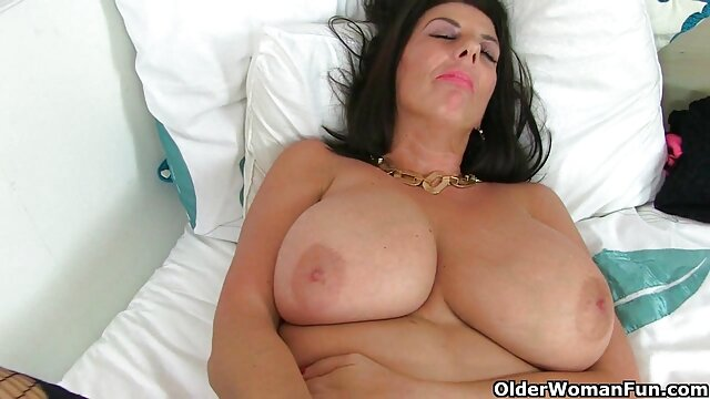 Blonde s'amuse avec une film porno lisbien jeune fée