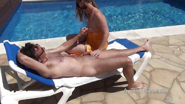 Une dame mature aux gros film porno lesbienne massage seins a été ramassée le soir