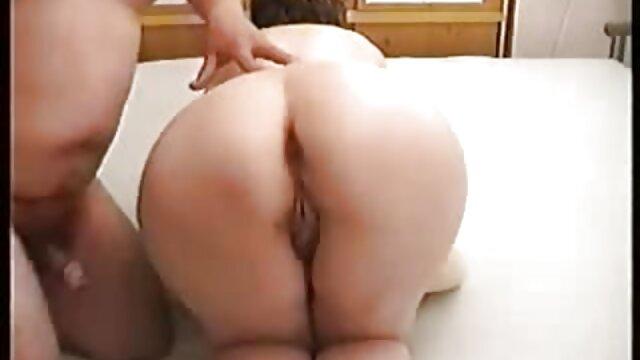 Une salope passionnée se masturbe video porno dingue lesbienne des trous en plein air
